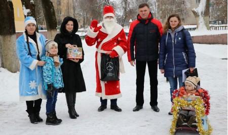 Участники предновогоднего семейного фестиваля «ЧУДО-САНИ» получили подарки от предприятия «Брянсксельмаш»