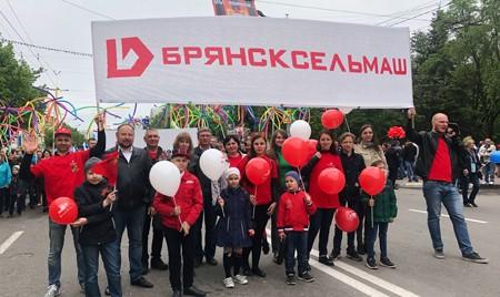 В День Великой Победы сотрудники «Брянсксельмаша» участвовали в Параде поколений