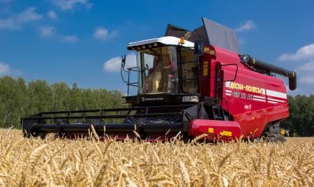 Модернизированный зерноуборочный комбайн КЗС-1218-А1  показал свои возможности на «Дне поля» в Саратове