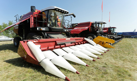 На Дне волгоградского поля аграриям продемонстрировали новые образцы техники «Брянсксельмаш»