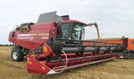 Брянские аграрии высоко оценили новый зерноуборочный комбайн «ДЕСНА-ПОЛЕСЬЕ GS16»