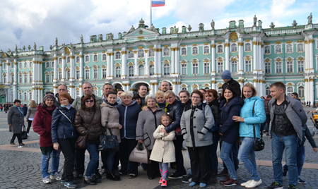 Сотрудники «Брянсксельмаша» совершили экскурсионную поездку в Северную столицу